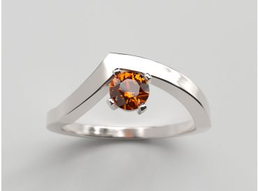 Bague Bylgia or blanc palladié et saphir orange naturel .