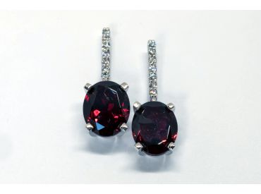 Paire de boucles d'oreilles or blanc Grenats et diamants