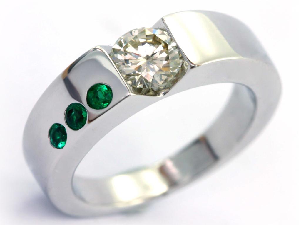 Bague emeraudes diamant réalisation Thomas H