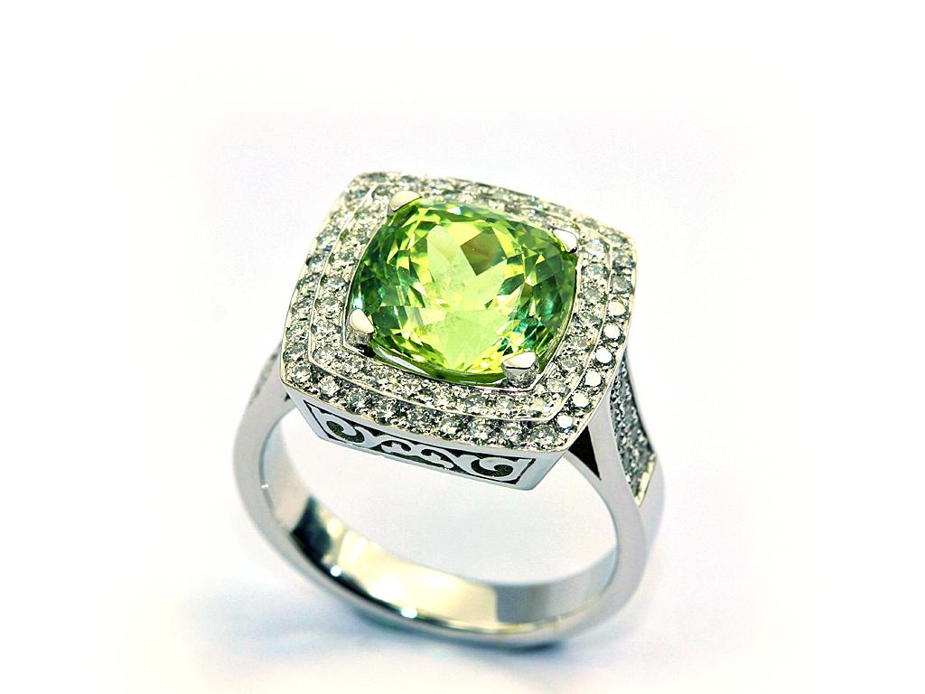 Bague or gris beryl vert pavage diamants réalisation thomas H
