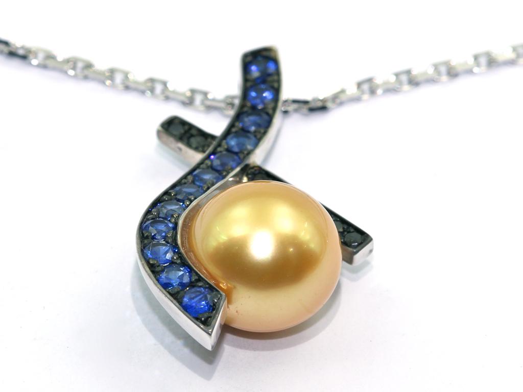 Pendentif or blanc perle Gold saphir réalisation Thomas H